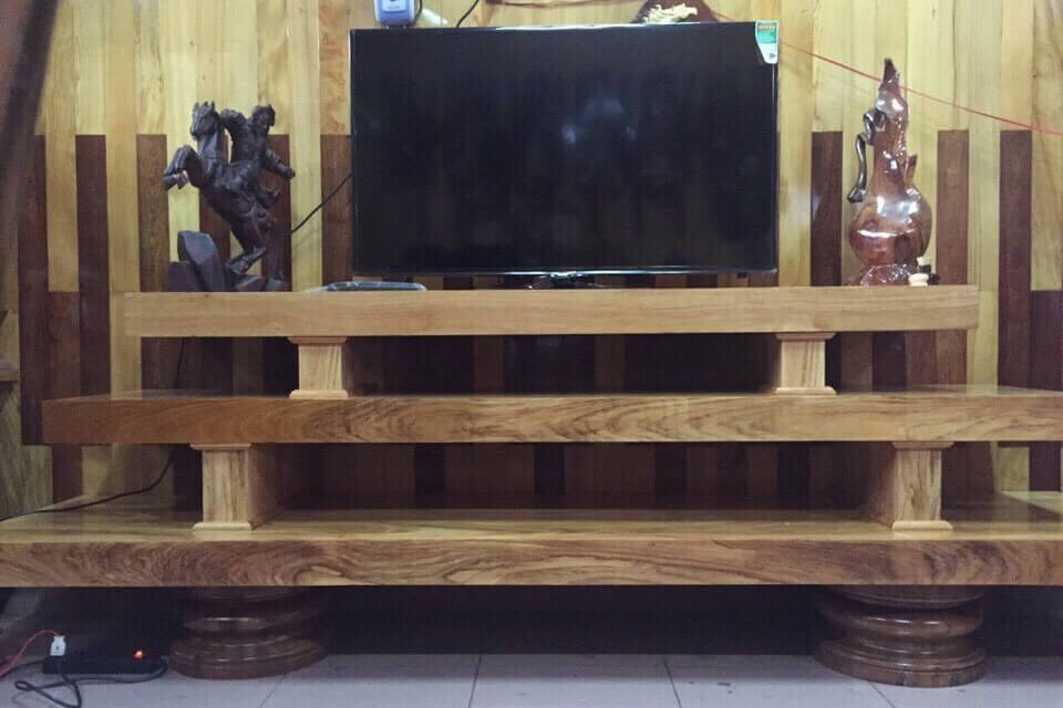 Kệ tivi từ gỗ tự nhiên sang chảnh bậc nhất