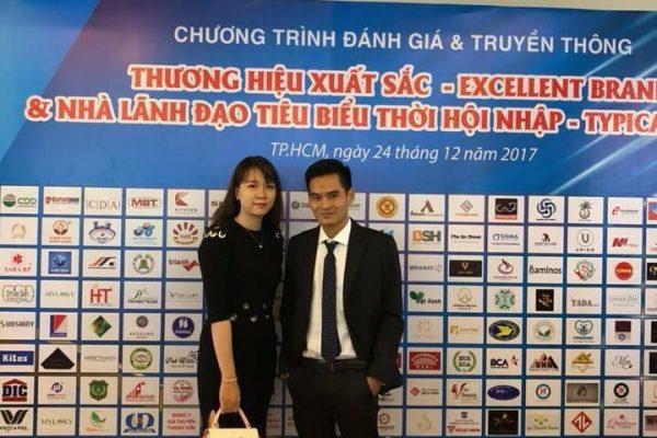 CEO – TGĐ công ty Minh Long Sang Trọng nhận giải top 10 Thương hiệu xuất sắc hội nhập Việt Nam 2017 do hội đồng Doanh nghiệp Việt Nam chứng nhận.